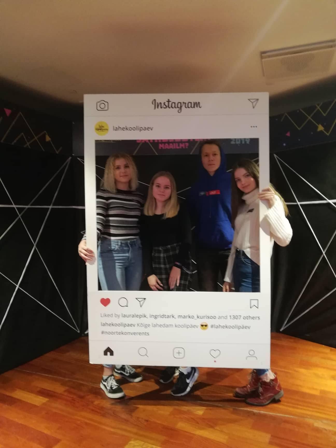 Helena-Karmen, Liisi, Karl-Reedik ja Darelyan noortekonverentsil Lahe Koolipäev